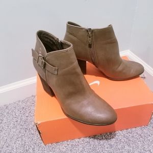 Libby. Edelman Leather Booties 11W